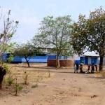 Een kliniek en een school